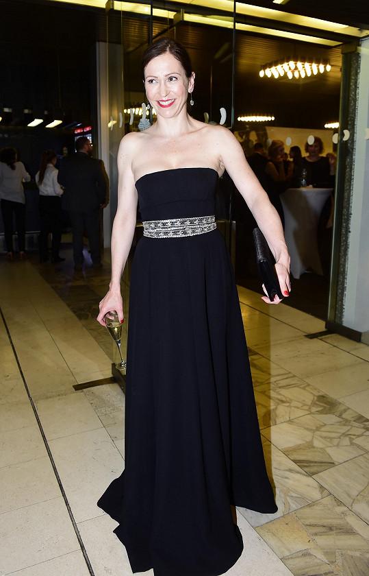 Stejnou značku oblékla i Zuzana Stivínová na festivalové zakončení.
