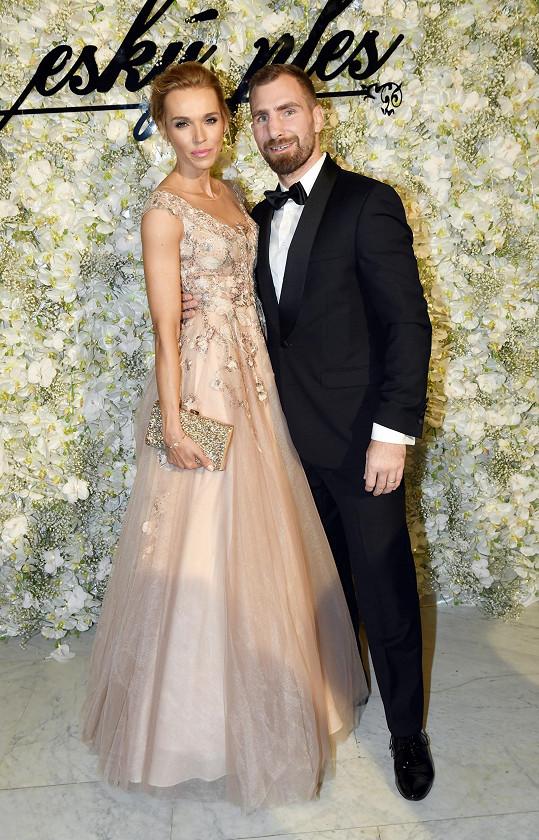 Hana s manželem nedávno vyrazili na ples.