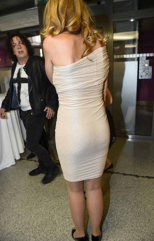 Markéta oblékla velmi přiléhavé šaty.
