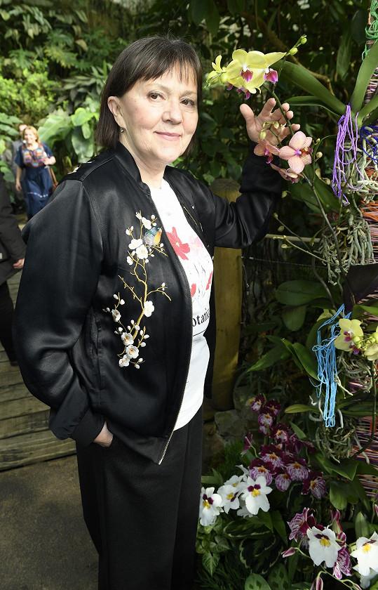 Paní Lenka zvolila na výstavu i stylový květinový outfit.