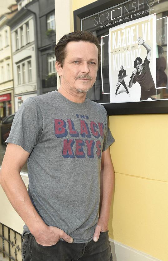 Michal Malátný je protagonistou dokumentu o kapele Chinaski Všichni ví kulový.