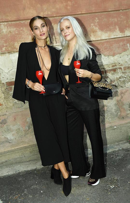 S kamarádkou a kolegyní modelkou Lucií Petriškovou na zahájení Mercedes-Benz Prague Fashion Weeku