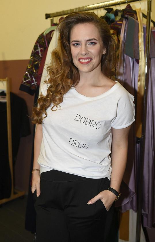 Také tričko, které vytvořila v rámci svojí kolekce její kolegyně Tereza Ramba.