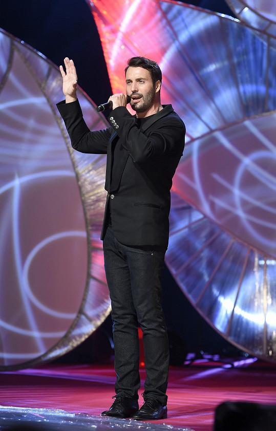 Vašek zpíval na koncertě pro nadaci Kapka naděje.