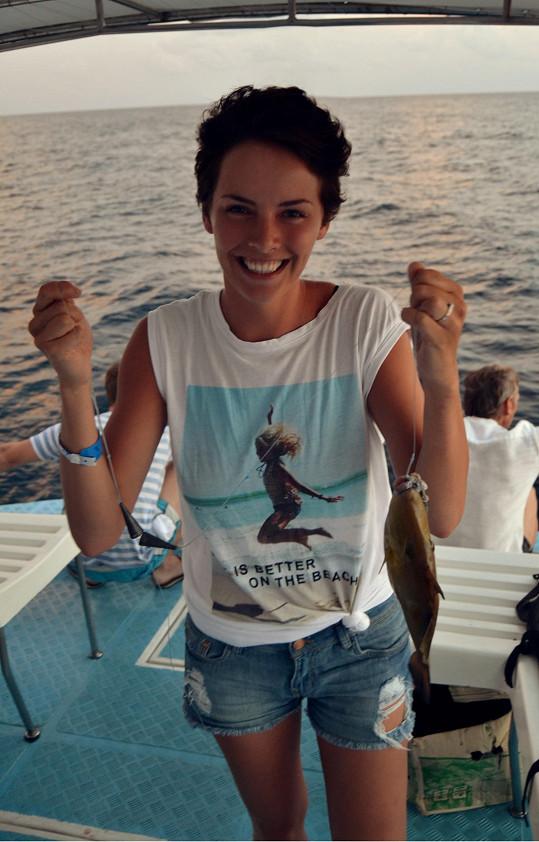 Poprvé v životě rybařila.