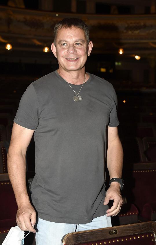Filip Renč v hledišti Hudebního divadla v Karlíně