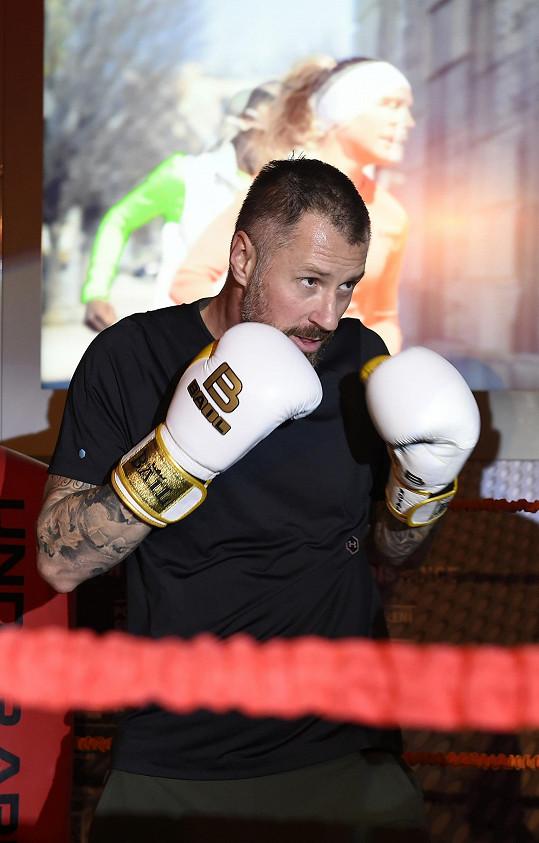 Petr se věnuje thajskému boxu už osm let.
