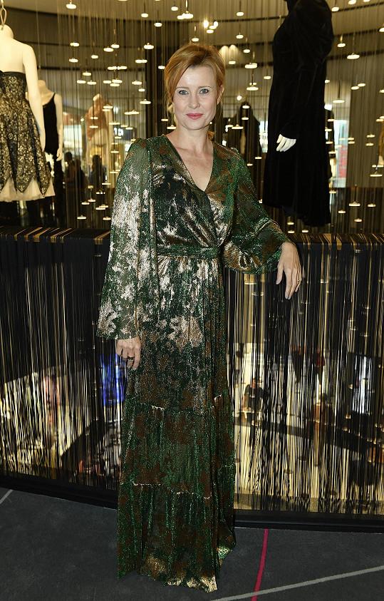 S Jitkou jsme si povídali na zahájení výstavy Memory v pražské The Designer Gallery, v rámci které je prezentováno čtrnáct ikonických modelů Alexandra McQueena.