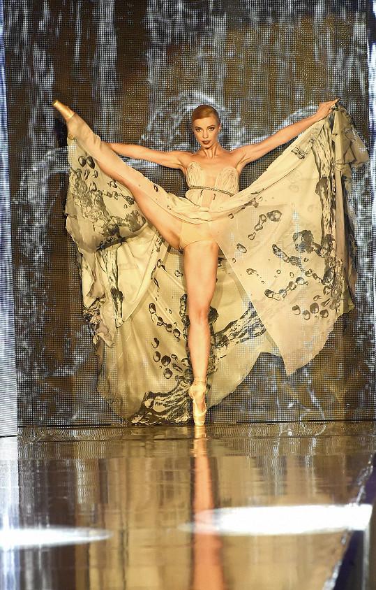 Přehlídka byla zahájena profesionální sólistkou baletu Národního divadla Zuzanou Šimákovou.