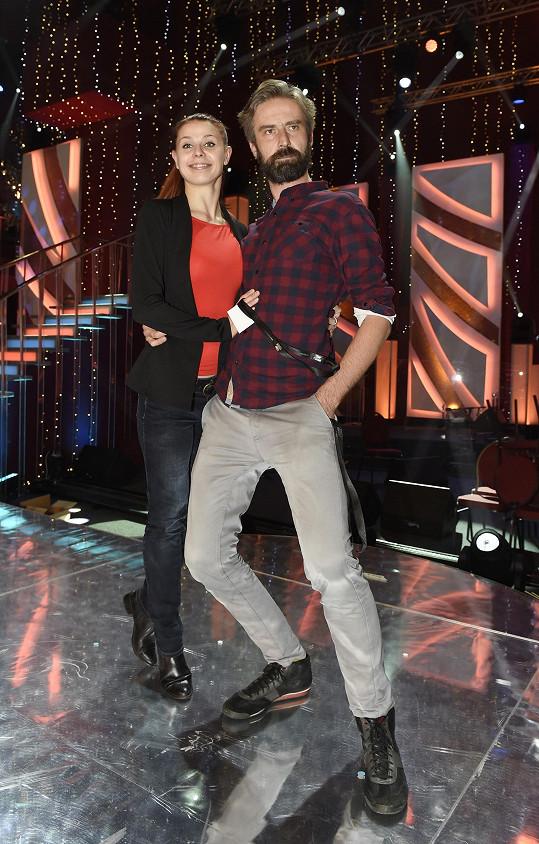 Při tanci jim ale Romanova výška nedělá problém.