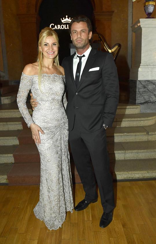 Tamara Kotvalová s partnerem. V na míru střiženém obleku vypadal vždy dobře.