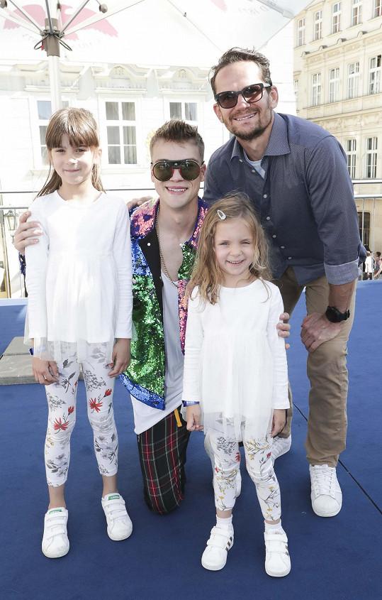 Vyfotili se s idolem holčiček Mikolasem Josefem.