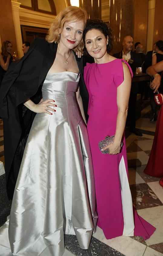 Martha s Aňou Geislerovou, která zvolila šaty od stejných návrhářek.
