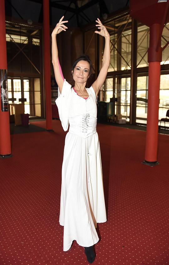 Choreografka a tanečnice Qaša je sestrou Lucie Dvořákové alias DJ Luccy.
