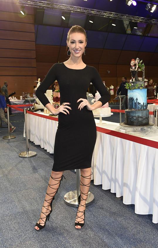 Táňa soutěž celebrit o nejlepší dort vyhrála a letos tedy předávala cenu.