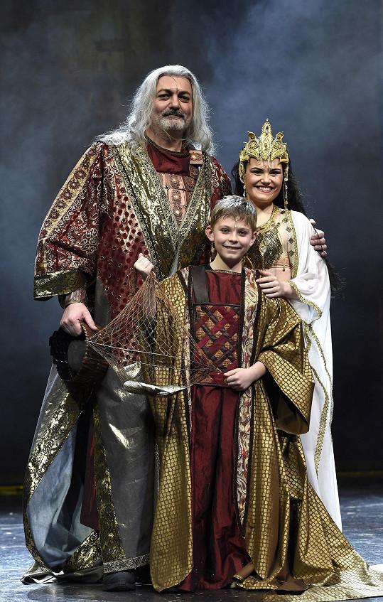 Daniel Hůlka se Sibylou Eliškou Ochmanovou a jejich divadelním synem