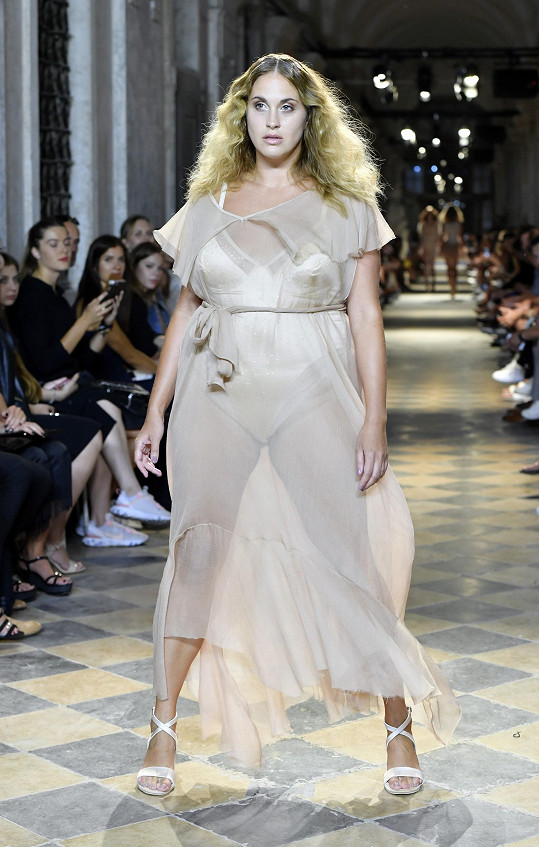 Plus size modelka Natalie Debnarová