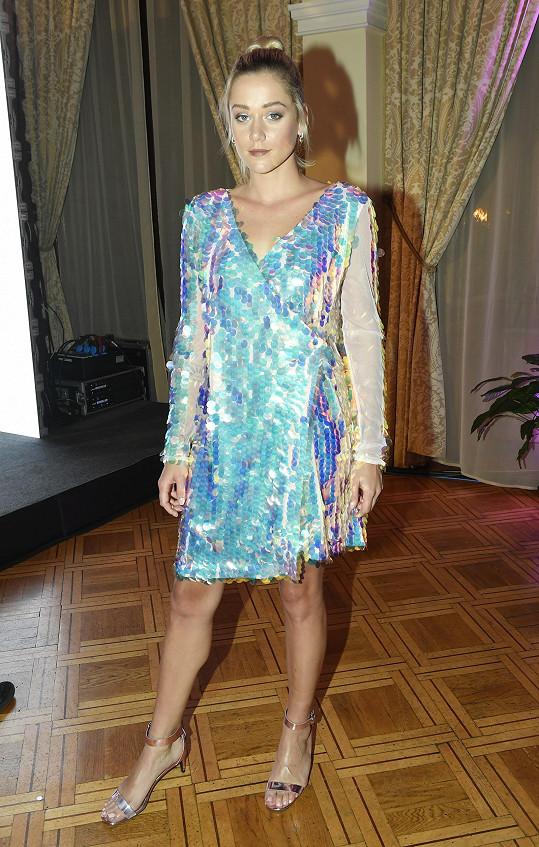 Emma Drobná je nyní platinovou blondýnkou.