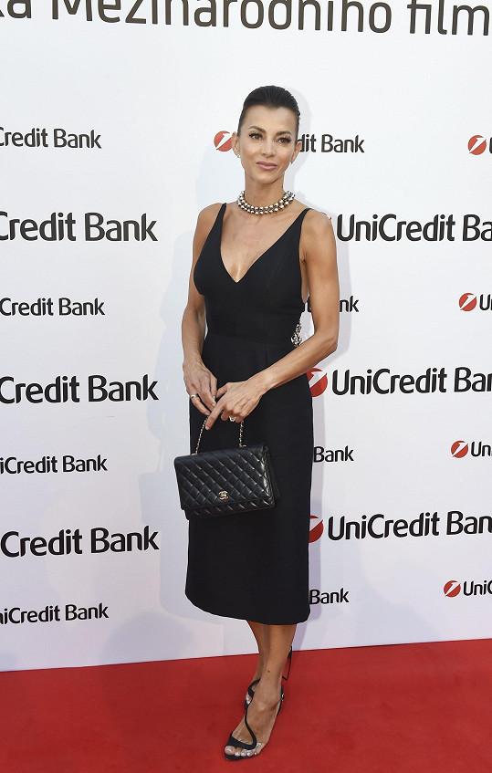 Tento model si oblékla na Unicredit párty.