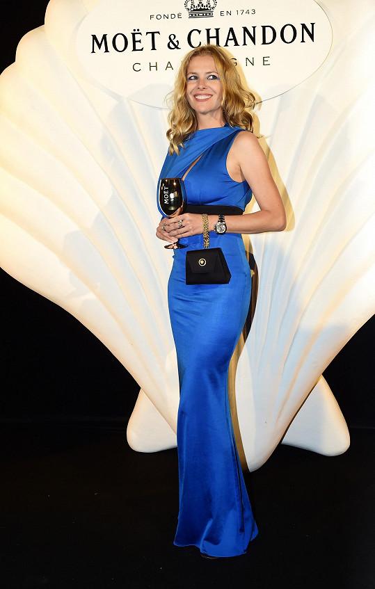 Jana Štefánková si šaty Roberto Cavalli přivezla ze zahraničí.