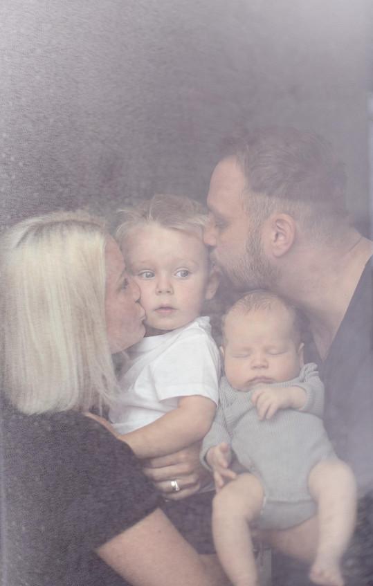 Marek Dědík s manželkou Terezou a syny Bertramem a Dorianem