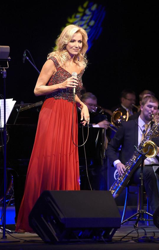 Na galakoncertě excelovala s písní Říkej mi to prosím potichoučku a spolu s Petrem Sovičem si zazpívali také duet To se nikdo nedoví, který původně zpíval Waldemar Matuška s Helenou Vondráčkovou.