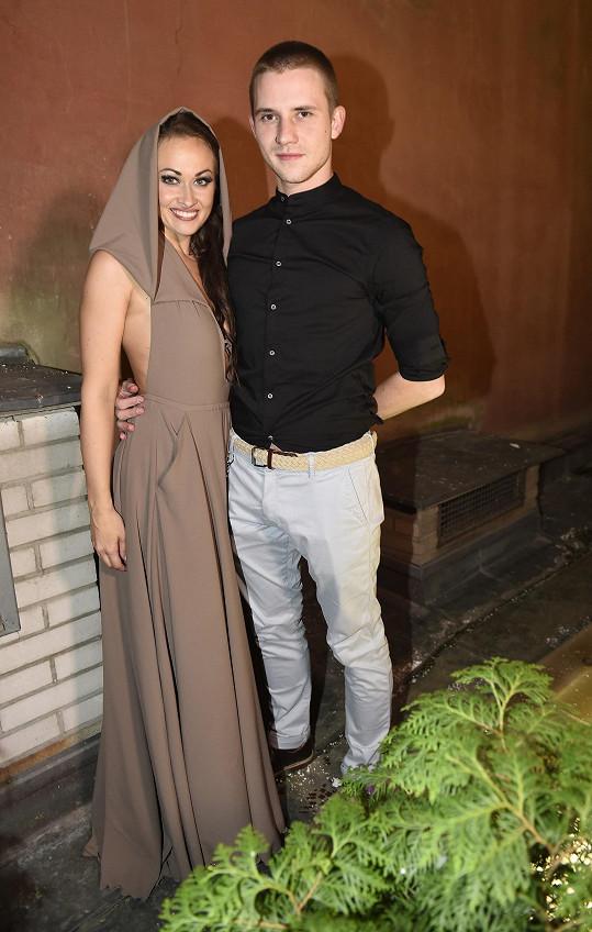 Na párty po premiéře Krysaře oblékla jeho model Marie Křížová.