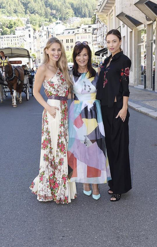 Novou kolekci představovala s modelkami Leou Šteflíčkovou a Karolínou Mališovou.