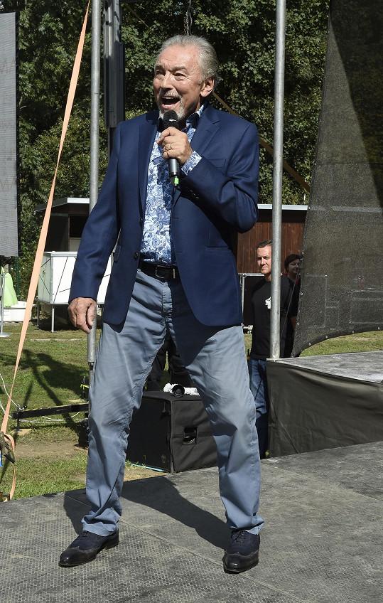 K překvapení přítomných zazpíval Gott pět písní, takže měl vlastně takový malý koncert.