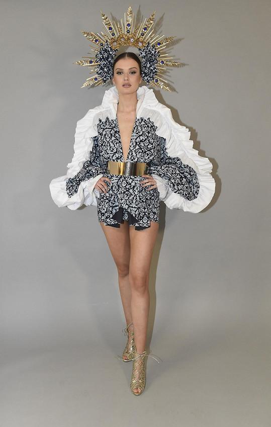 Klára Vavrušková v modelu na Miss Universe
