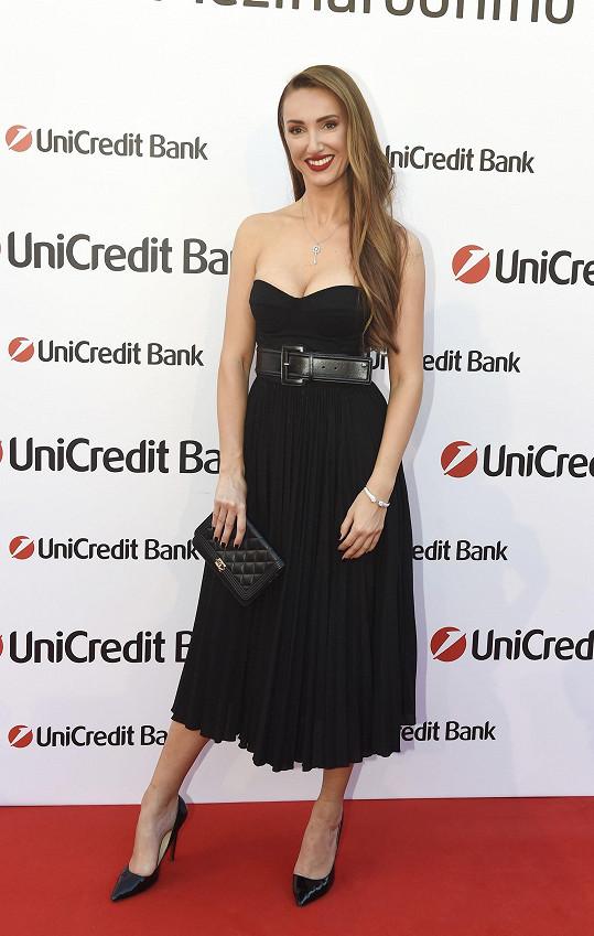 Táňa oblékla šaty značky Elisabetta Franchi v hodnotě 40 tisíc korun.
