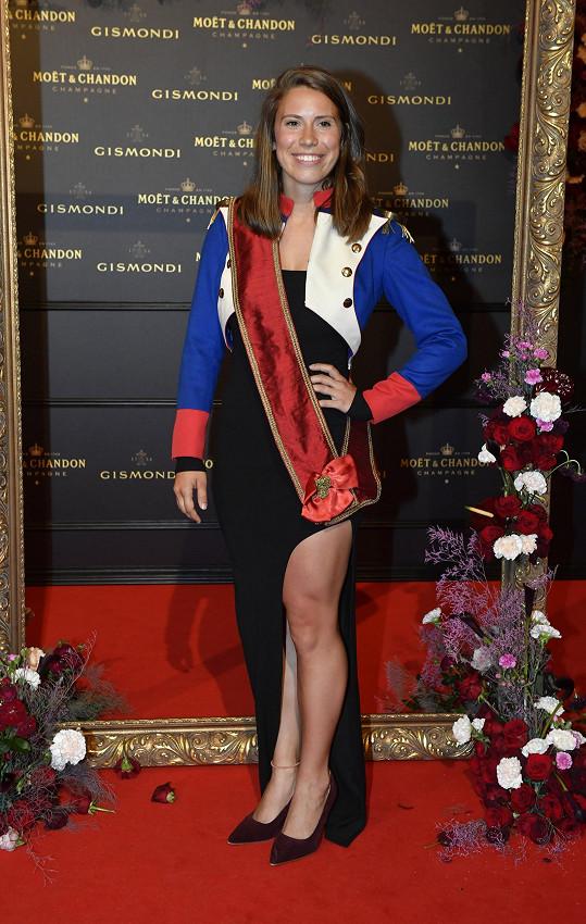 Eva Samková si pohrála s dress codem.