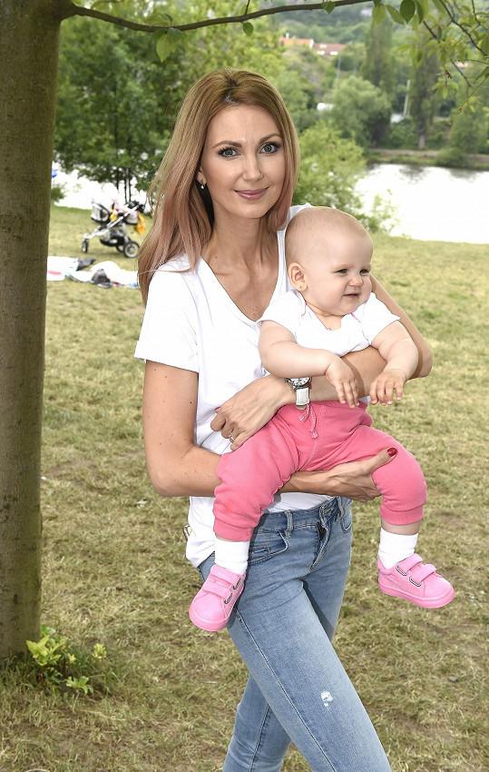 Moderátorka s malou dcerkou Emily
