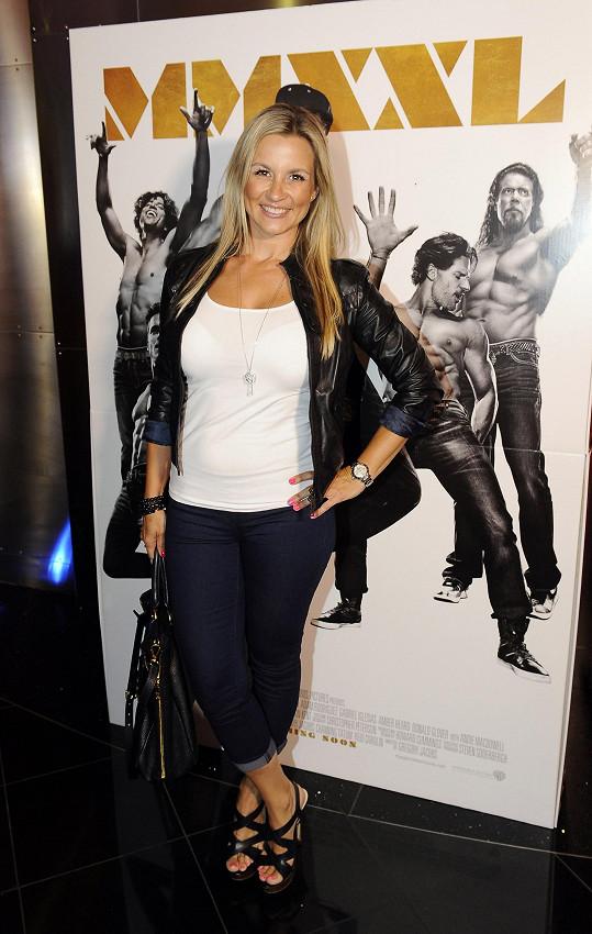 Monika na premiéře filmu Bez kalhot