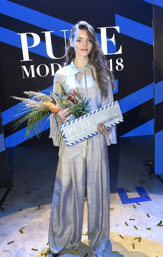 Loni vyhrála kontrakt na milión korun.