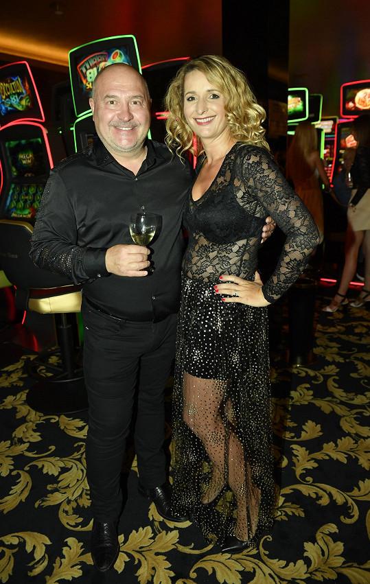 Houslistka na párty v kasinu ve Vestci, kde se potkala i s Michalem Davidem.