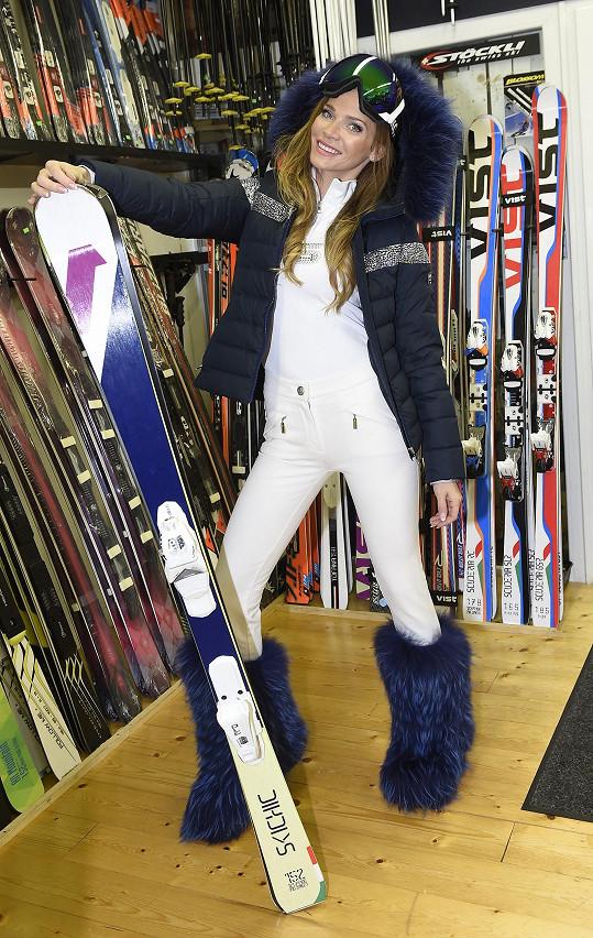 Andrea si na kombinéze na lyže dává každý rok velmi záležet.