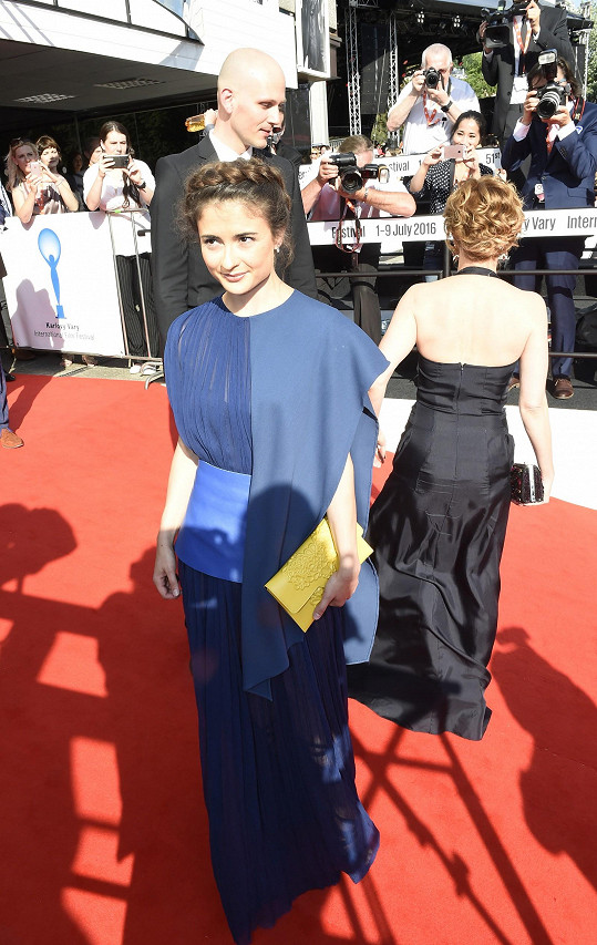 Eva Josefíková v šatech Pavla Brejchy vypadala také úžasně.
