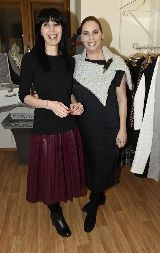 Na plesovou sezónu návrhářka připravuje také partnerku Mirka Etzlera Helenu Bartalošovou.