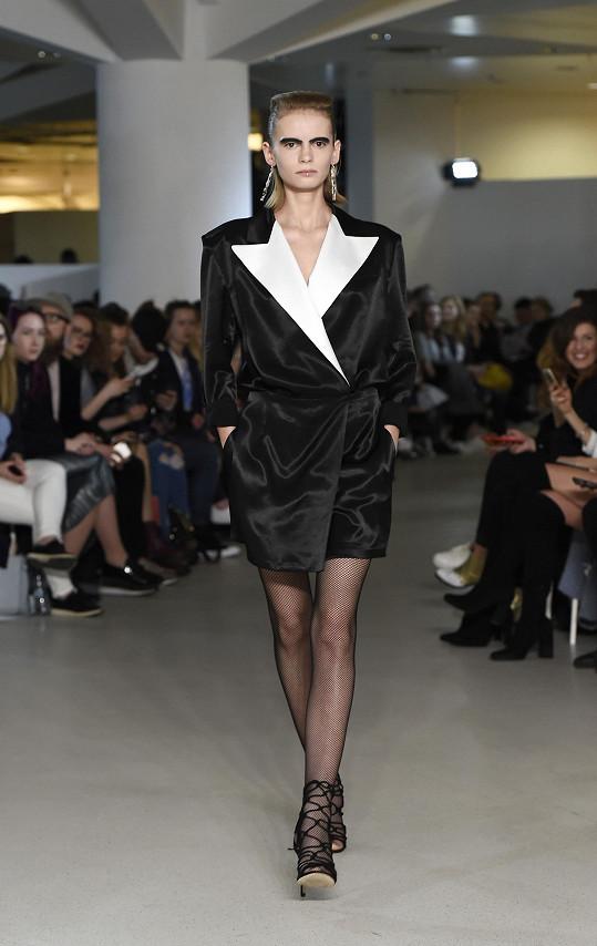 V březnu si odbyl tento model premiéru v rámci Mercedes-Benz Prague Fashion Weeku.