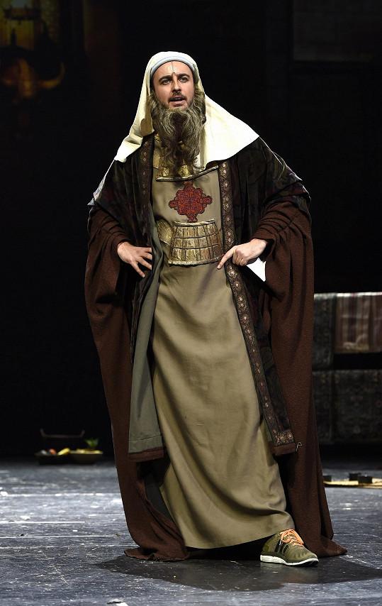 Mirek Hrabě byl v kostýmu správce pokladu Ezry naostro.