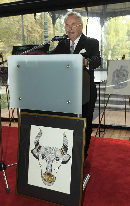 Celou aukci vedl moderátor Alexandr Hemala.