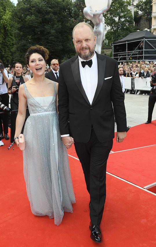 Film Zátopek zahajoval Mezinárodní filmový festival v Karlových Varech. Dostalo se mu nadšených ovací.