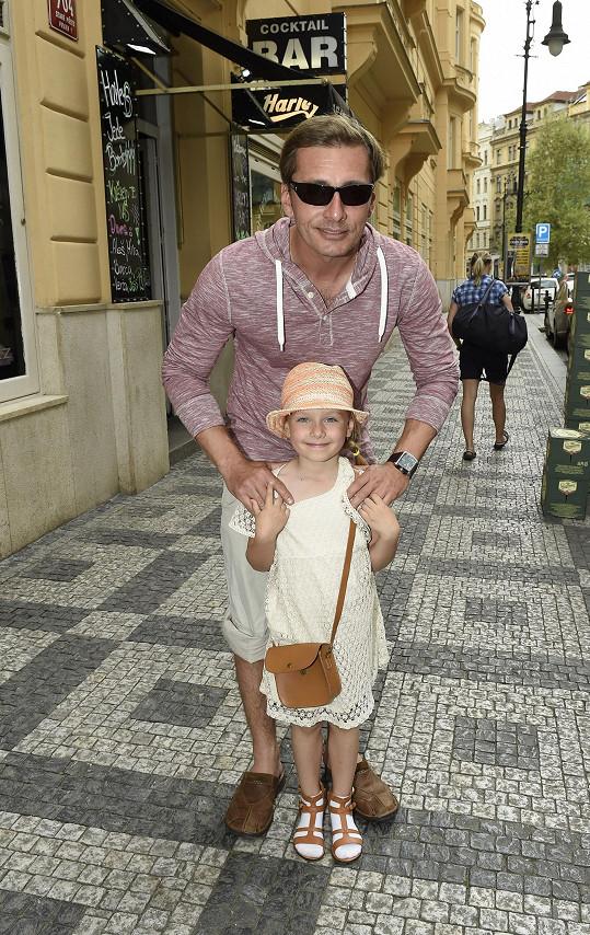 Nebo Petr Vondráček s dcerou