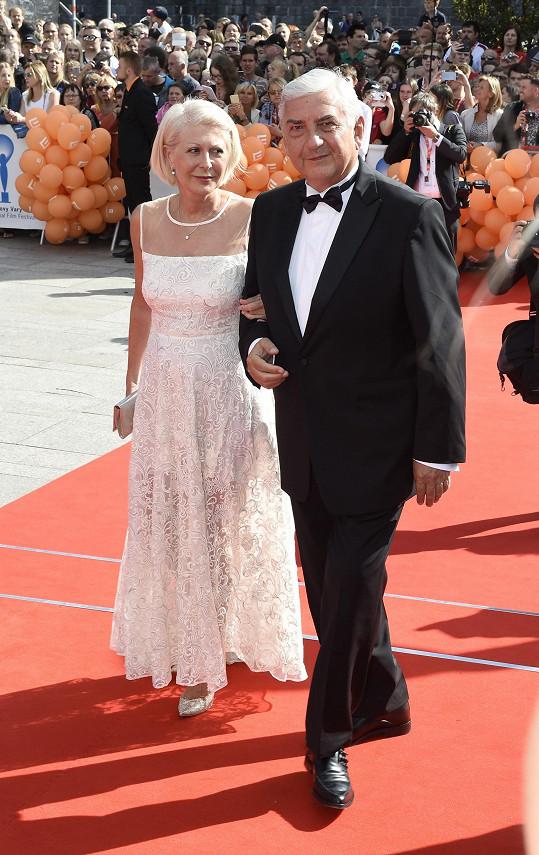 Zuzana Donutilová v Beatiných šatech na zahajovacím ceremoniálu