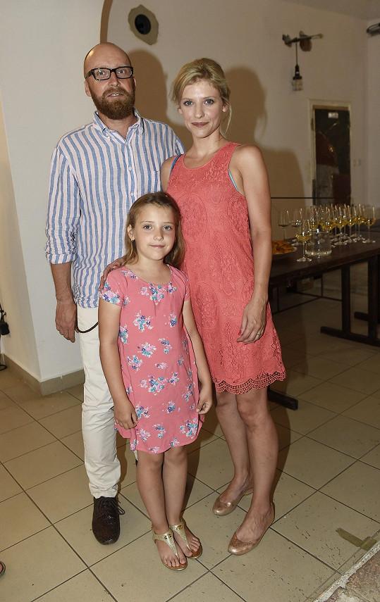S manželem Milanem má dceru Elišku, kterou však do společnosti vodí jen velmi zřídka.