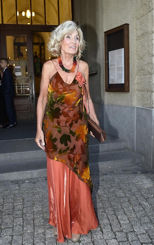 Zuzana měla velmi výrazné šaty.