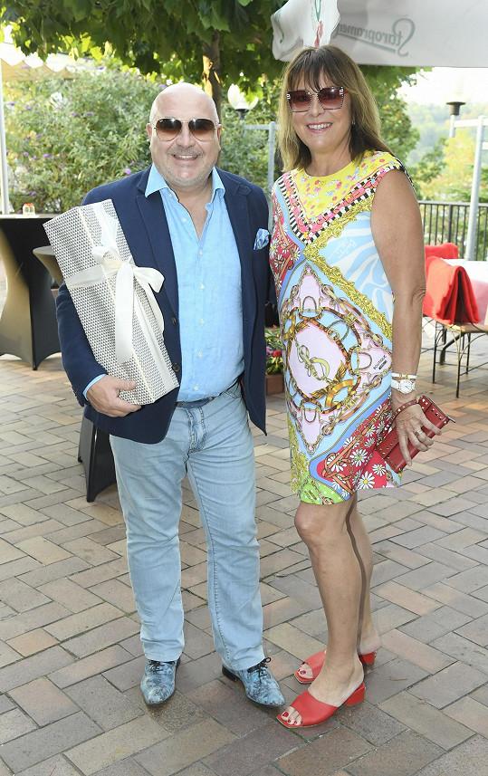 Hitmaker s manželkou Marcelou