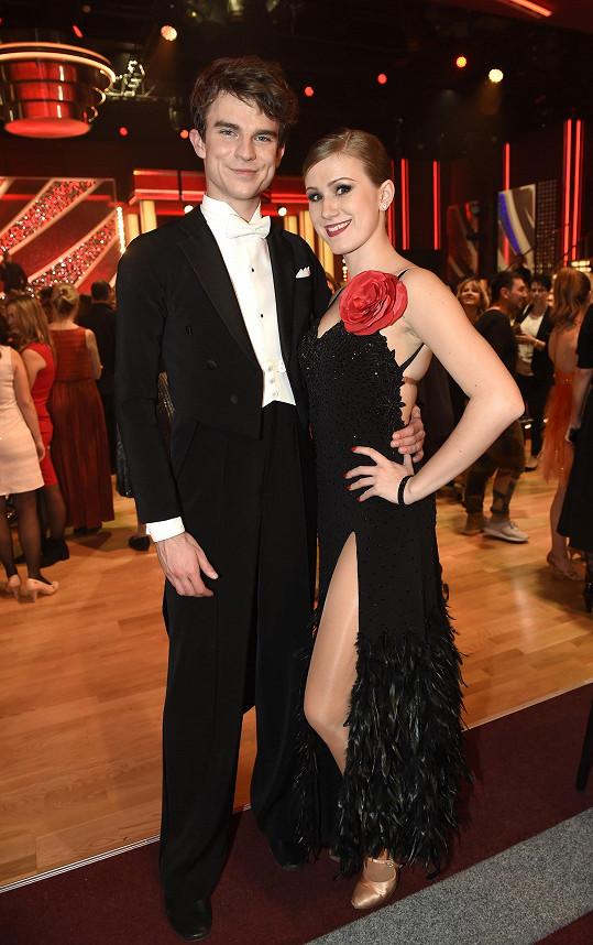 Youtuber tančí po boku Veroniky Liškové.
