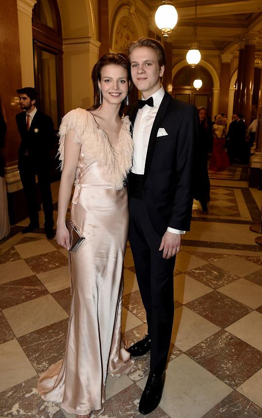 Zdeněk Piškula s přítelkyní Simonou Lewandowskou, která zvolila světle růžové šaty.